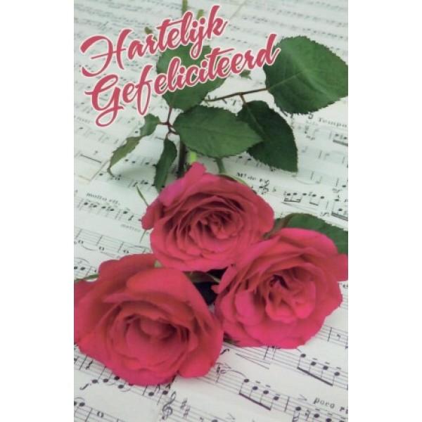 Wenskaart gefeliciteerd met 3 rode rozen op vellen met bladmuziek