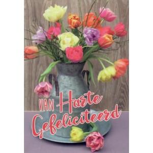 Felicitatiekaart met allerlei kleuren tulpen in een tinnen kan