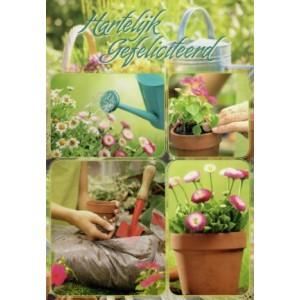 Wenskaart hartelijk gefeliciteerd met afbeeldingen van tuinplantjes en tuindersspullen