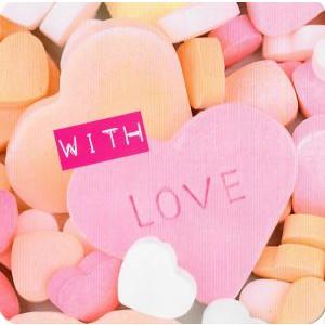 valentijnskaart met snoephartjes with love
