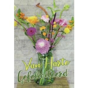 Wenskaart bloem met een fleurig boeket in een glazen vaas