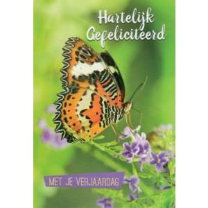 Felicitatiekaart met je verjaardag met een vlinder op paarse bloemetjes