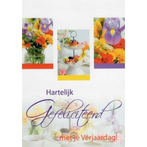 Wenskaart hartelijk gefeliciteerd met je verjaardag met bloemen en een etagère met cupcakes