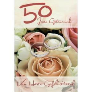 Wenskaart 50 jaar getrouwd met roze rozen en twee zilveren ringen
