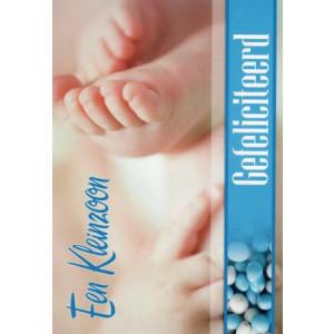 een kleinzoon gefeliciteerd wenskaart met foto van baby voetjes en handjes