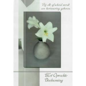 Condoleance wenskaart in kleur met witte bloemen en een mooie tekst.