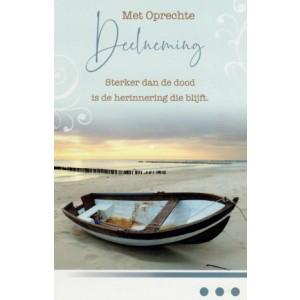 Condoleance wenskaart in kleur met tekst met de afbeelding van een bootje op het strand.