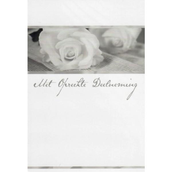 Condoleance wenskaart in zwart-wit met afbeelding van een witte rozen.
