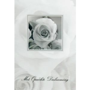 Condoleance wenskaart in zwart-wit met de afbeelding van een roos.