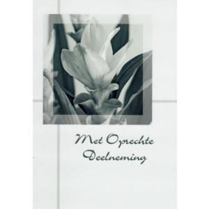 Condoleance wenskaart in zwart-wit met afbeelding van een bloem.