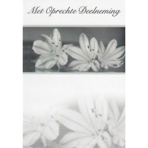 Condoleance wenskaart in zwart-wit met drie witte bloemen.