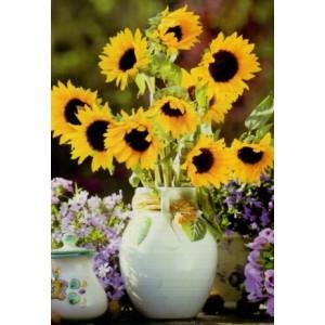 Wenskaart zonder tekst met een mooie bos zonnebloemen in een vaas