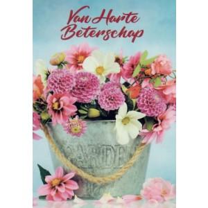 Wenskaart van harte beterschap met een fleurig boeket in een emmer