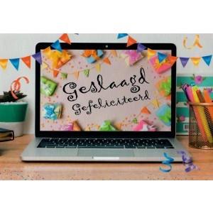 Wenskaart geslaagd gefeliciteerd met een laptop