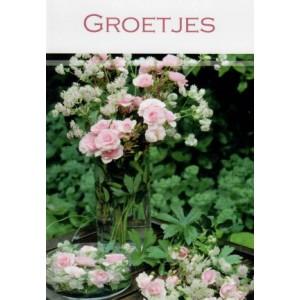 Wenskaart groetjes met roze roosjes