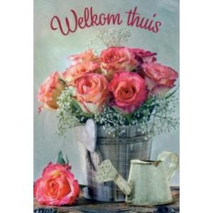Wenskaart welkom thuis met roze rozen in een zilveren emmer