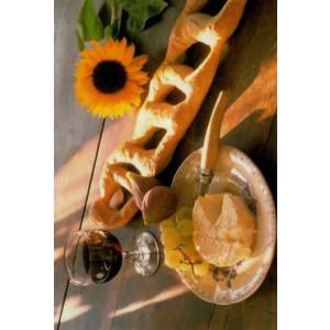 kaartje met een foto van een franse maaltijk met stokboord kaas en wijn
