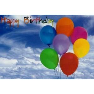 kaartje happy birthday met gekleurde ballonnen en wolken