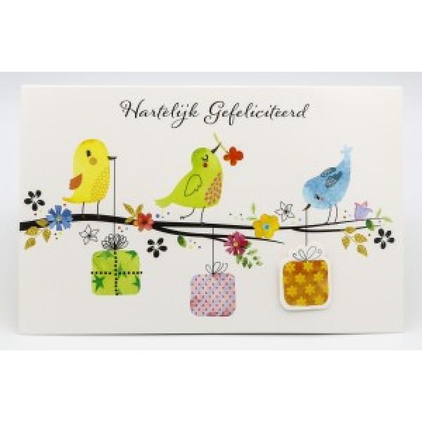 Adios wenskaart felicitatie met applicaties en afbeelding van 3 vogeltjes op een tak met allemaal een cadeautje in hun snavel
