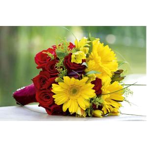 Wenskaart foto mini geel en rood boeket bloemen